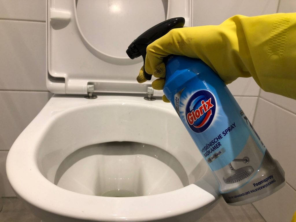 Badkamer spray op WC spuiten