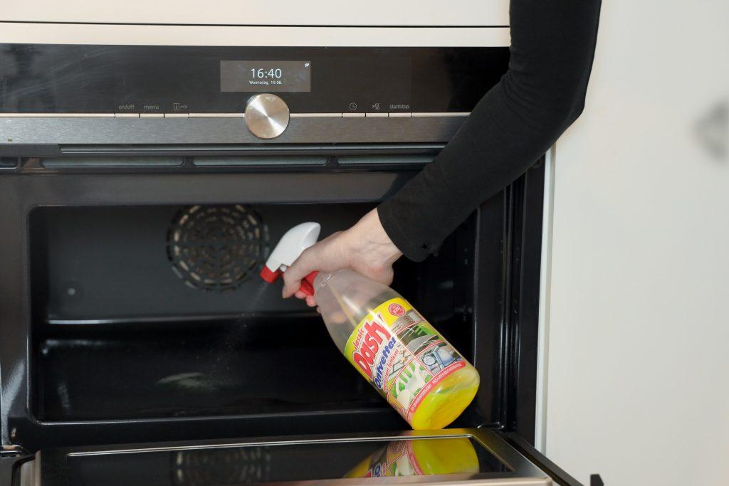 oven schoonmaken met dasty