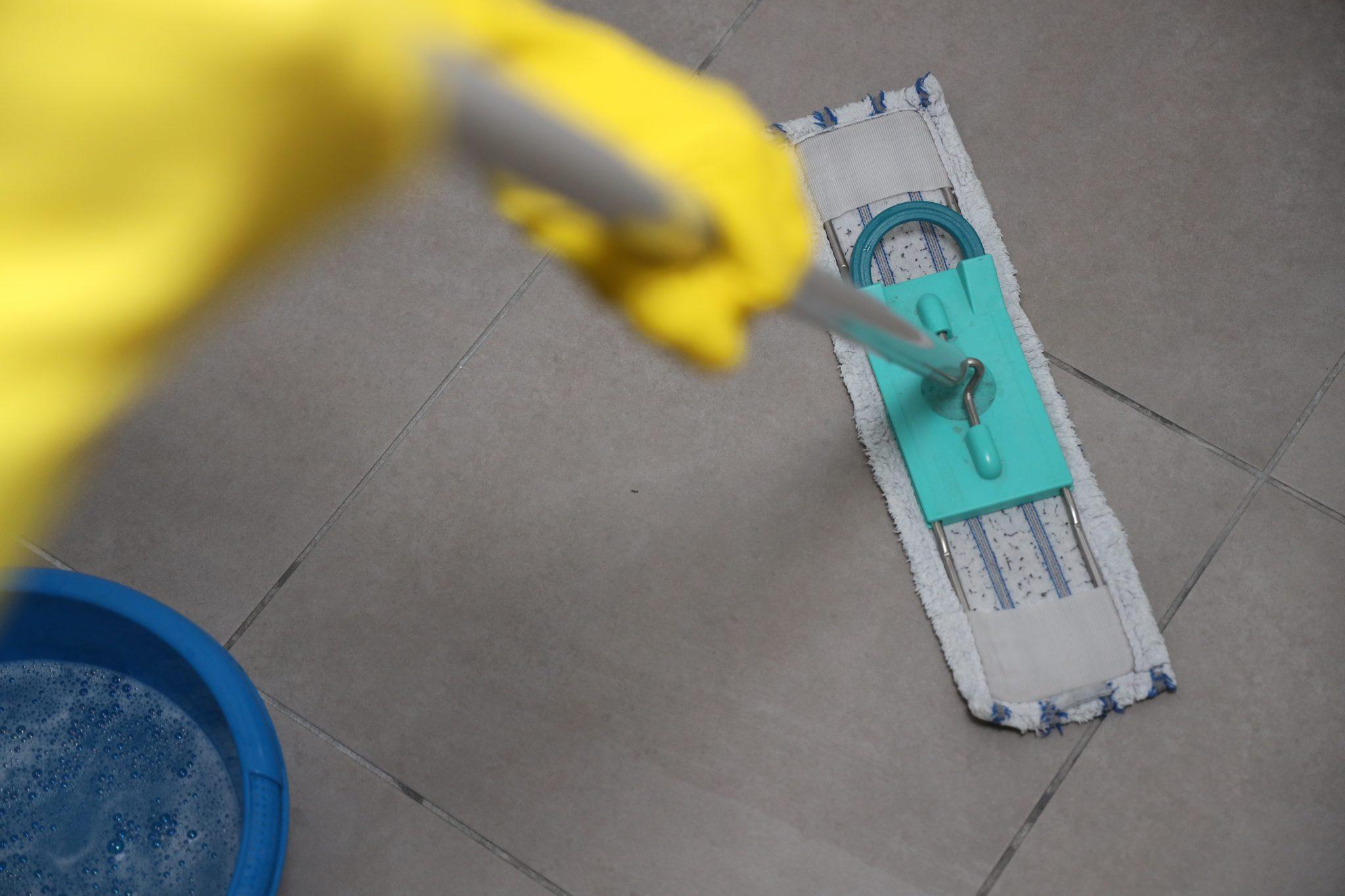 Vloertegels schoonmaken