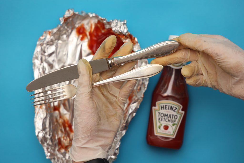 zilver schoonmaken met ketchup
