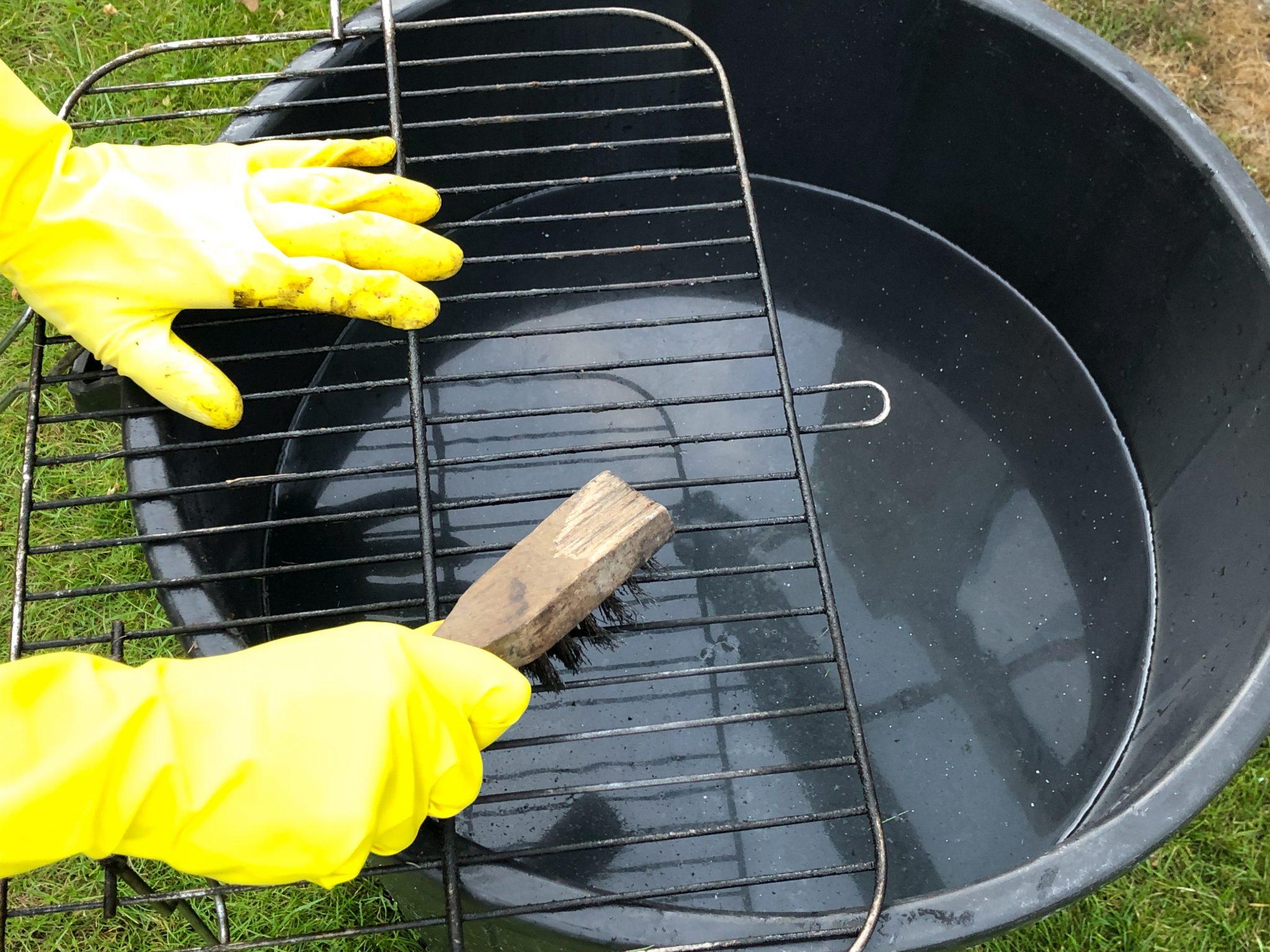 BBQ rooster schoonmaken