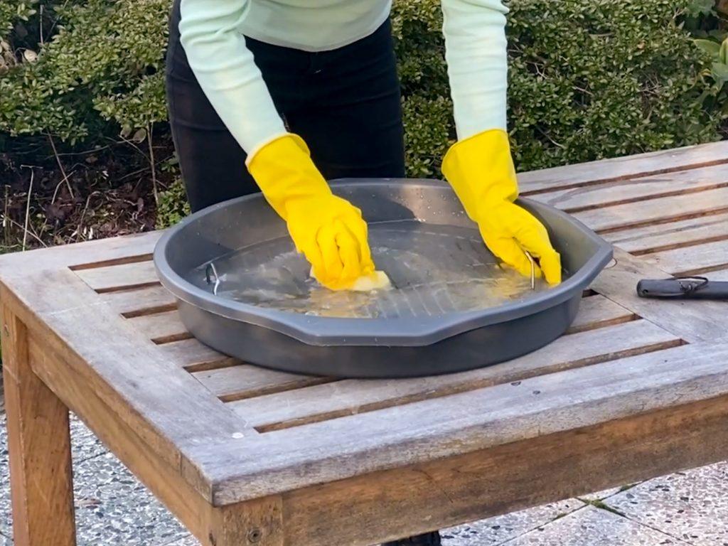 tray voor BBQ rooster schoonmaken