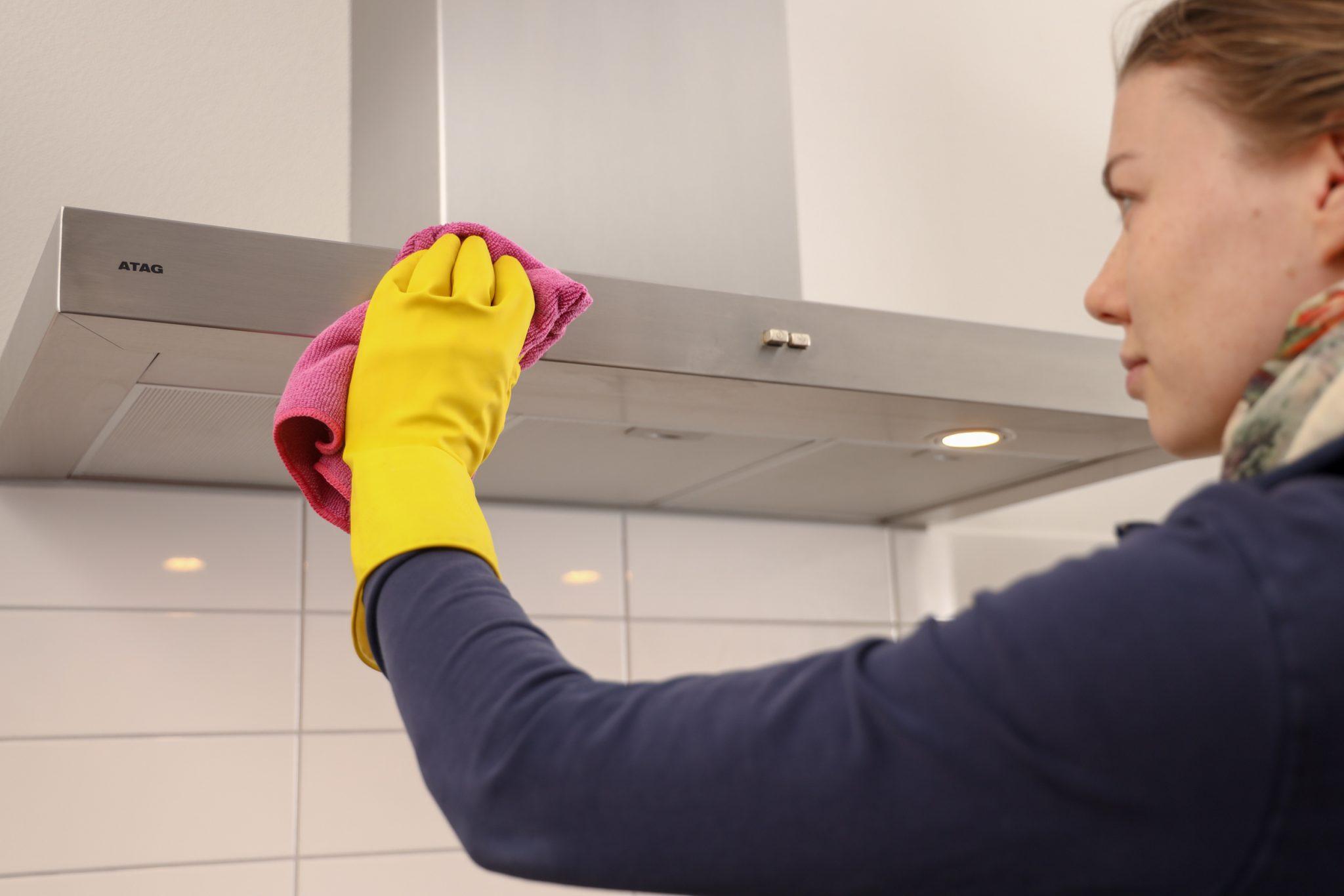 buitenkant afzuigkap schoonmaken