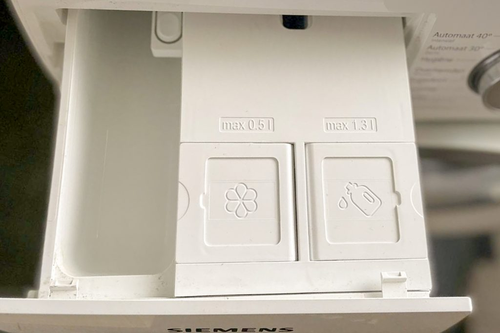 automatic detergent dispenser