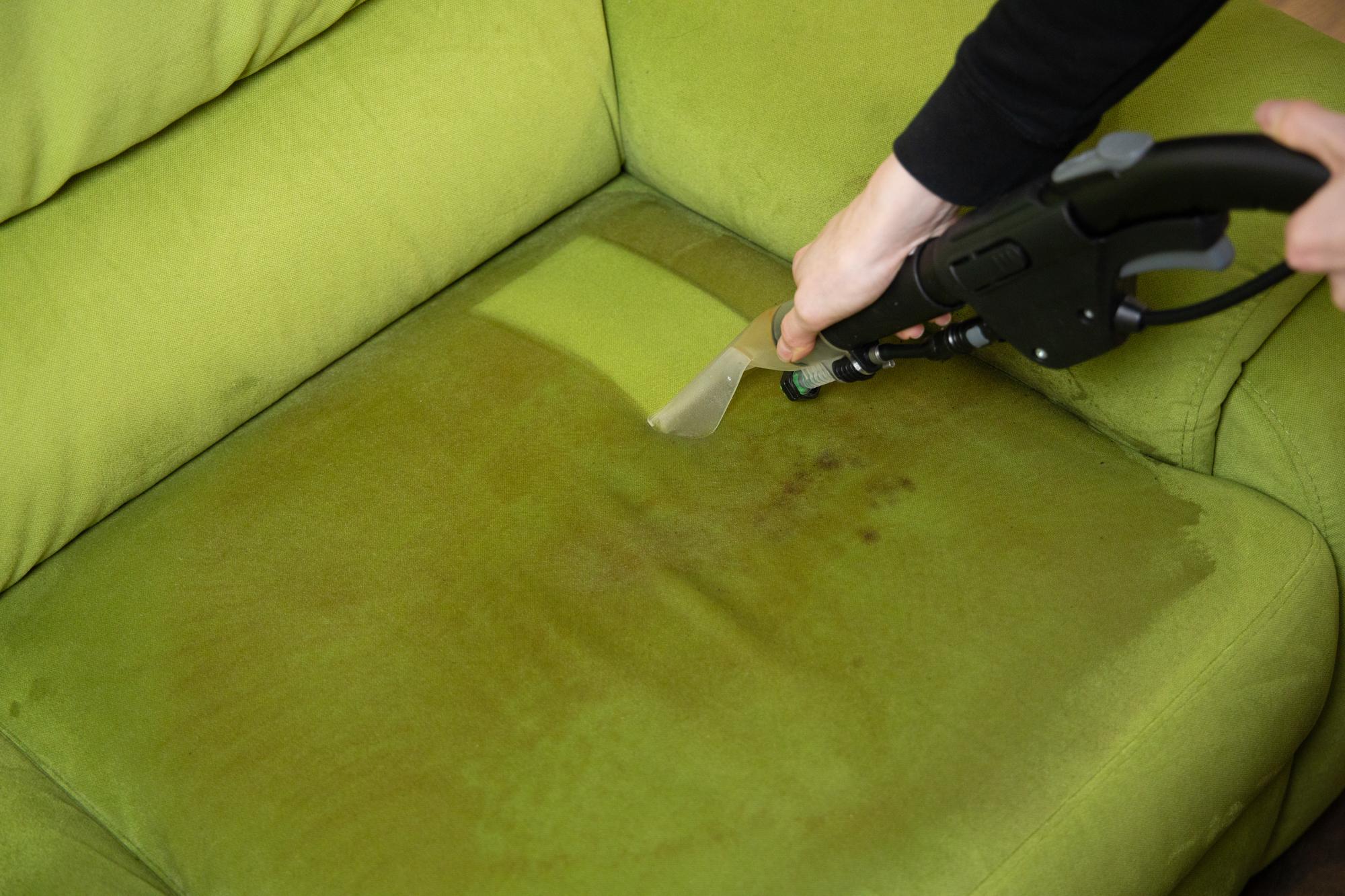 tapijtreiniger voor stoffen bank schoonmaken