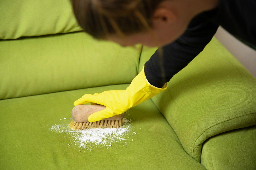 stoffen bank schoonmaken