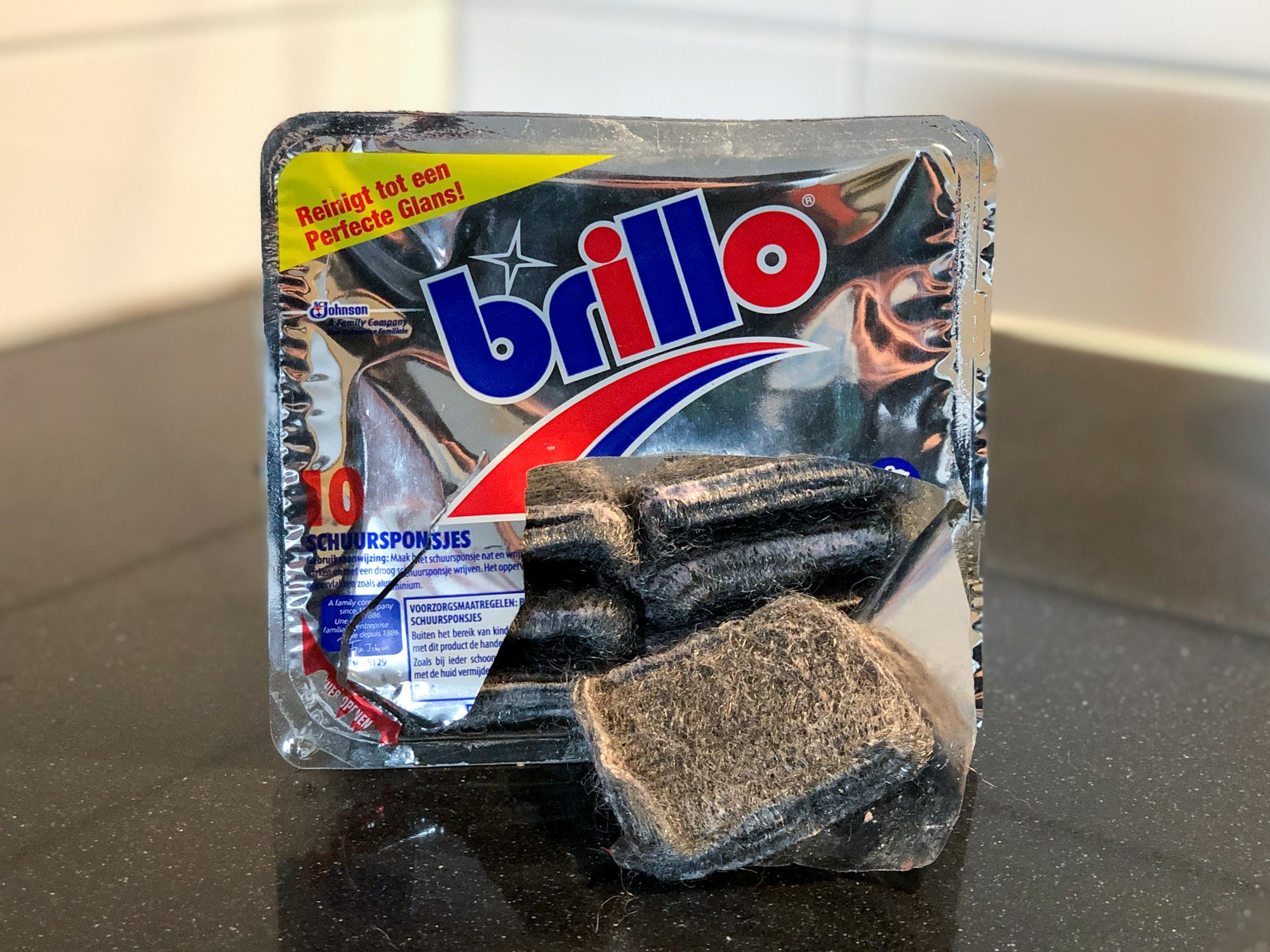 Brillo staalwolspons met zeep