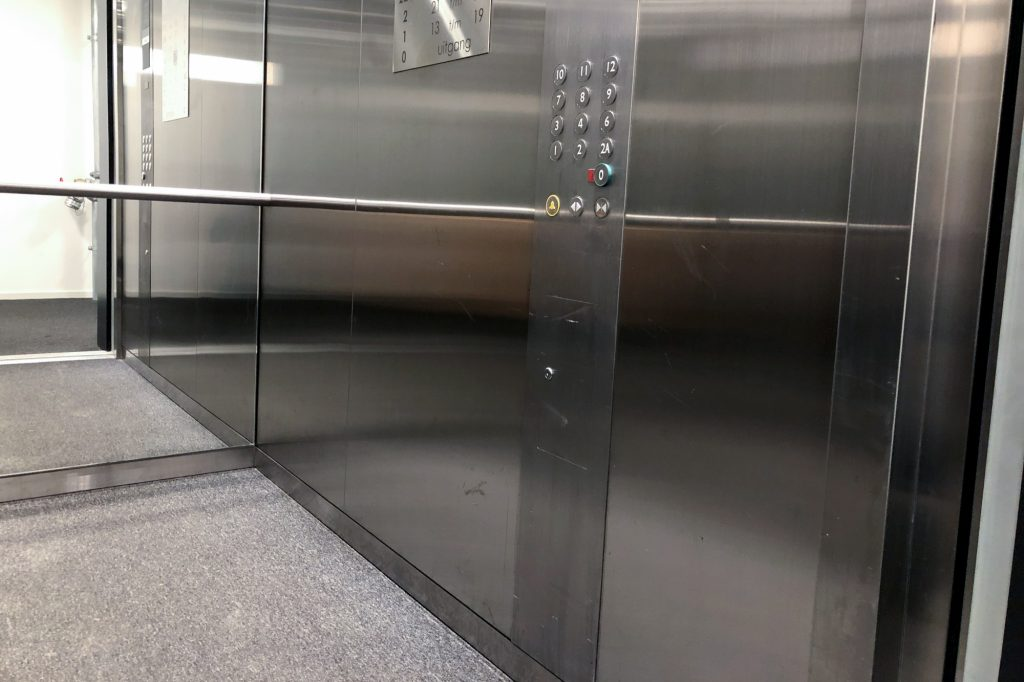 lift laten schoonmaken